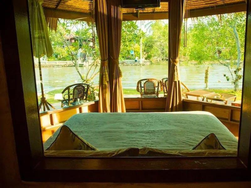 อัมพวา คลับ รีสอร์ท แอนด์ สปา (Amphawa Club Resort & Spa)