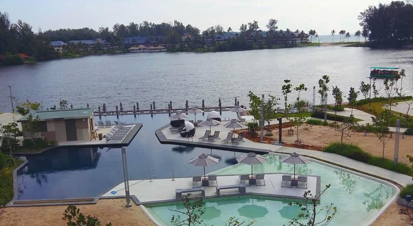สระว่ายน้ำกลางแจ้งและทะเลสาบกว้าง - โรงแรมแคสเซีย ภูเก็ต หาดบางเทา