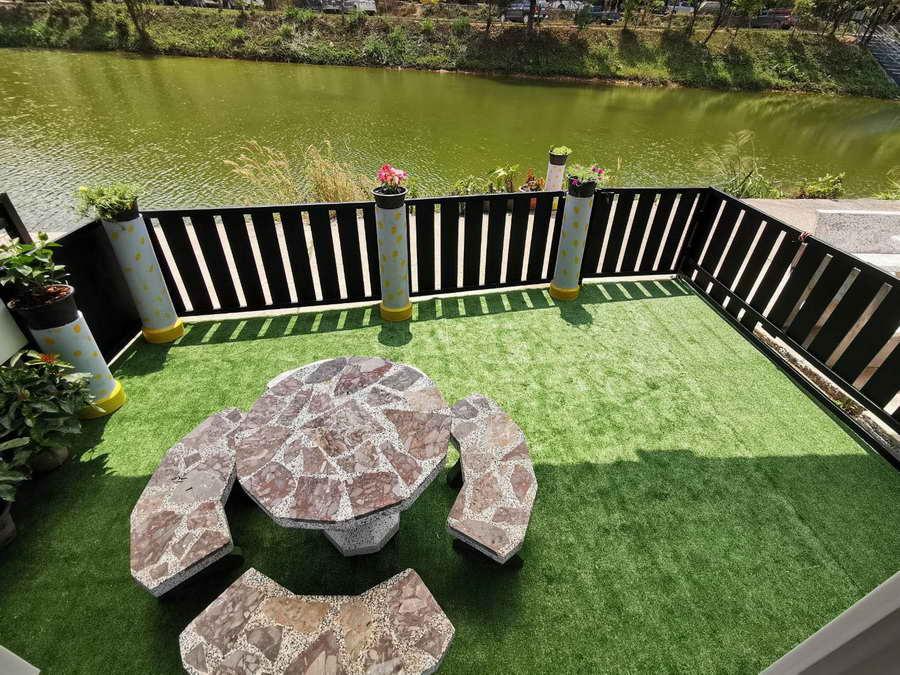 พื้นที่นั่งเล่นชมวิวริมน้ำ - ปิล็อก การ์เดนฮิว