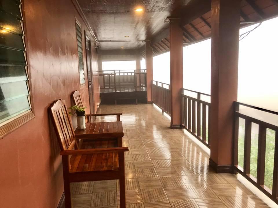 ระเบียงห้องพร้อมเก้าอี้ไว้นั่งชมทัศนียภาพ - เลิฟ ปิล็อก โฮมสเตย์