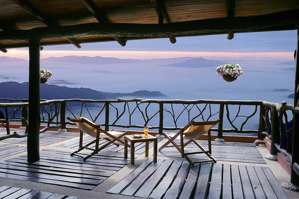 ระเบียงชมทะเลหมอกของบ้านริมผา - ภูผาน้ำ รีสอร์ท แอนด์ สปา