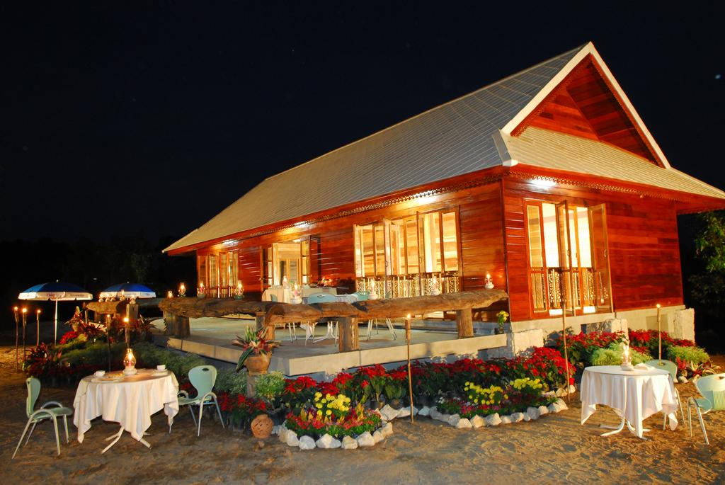 บรรยากาศของร้านอาหาร - ภูดารา รีสอร์ท