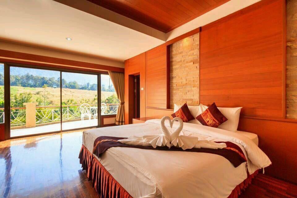 ห้อง Deluxe เตียงคิงไซส์พร้อมระเบียงกว้าง - ภูเรือ รีสอร์ท
