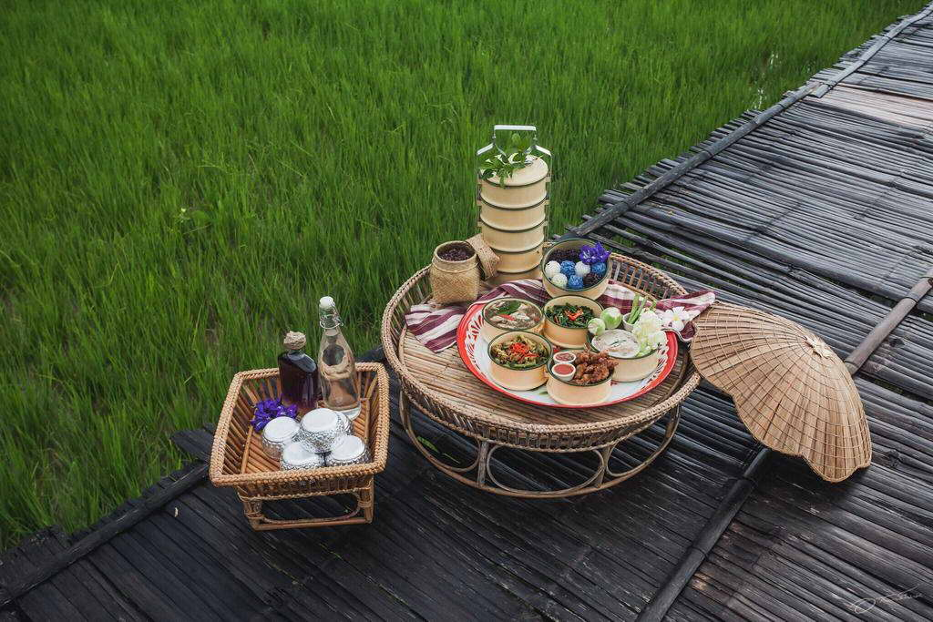 ชุดขันโตกพร้อมอาหารในปิ่นโต - ภูเรือเรือนไม้ รีสอร์ท