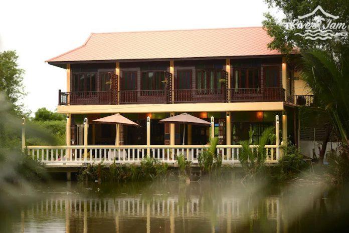 ริเวอร์ แจม แอนด์ บาร์ อัมพวา (River Jam & Bar Amphawa)