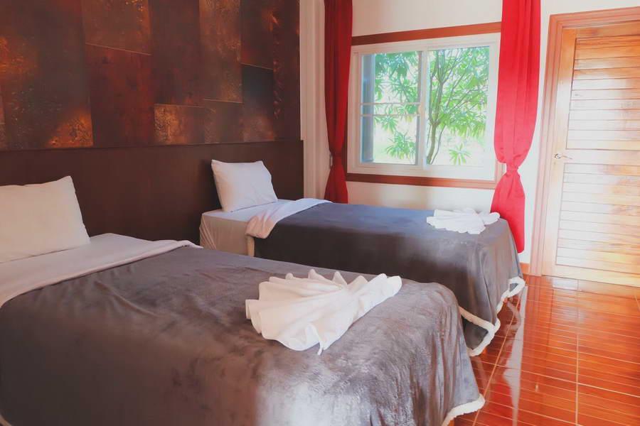 ห้อง Deluxe Room เตียงคู่ - รุ่งทิวา รีสอร์ท ภูเรือ