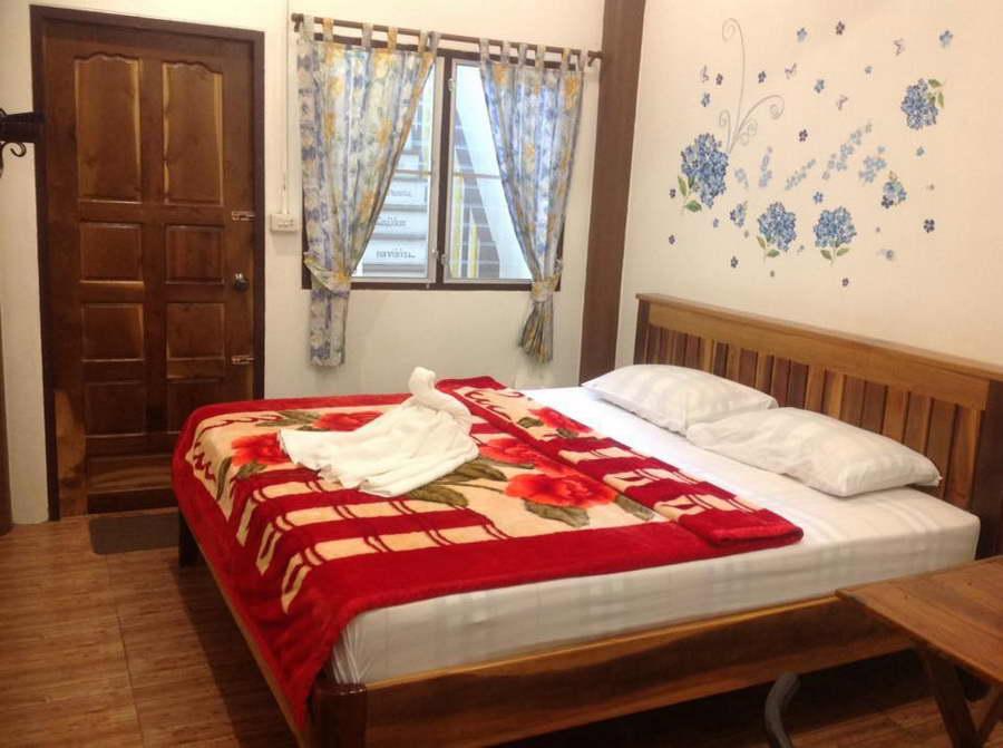 ห้องเตียงเดี่ยว - บ้านทานตะวัน โฮมสเตย์ ปิล็อก