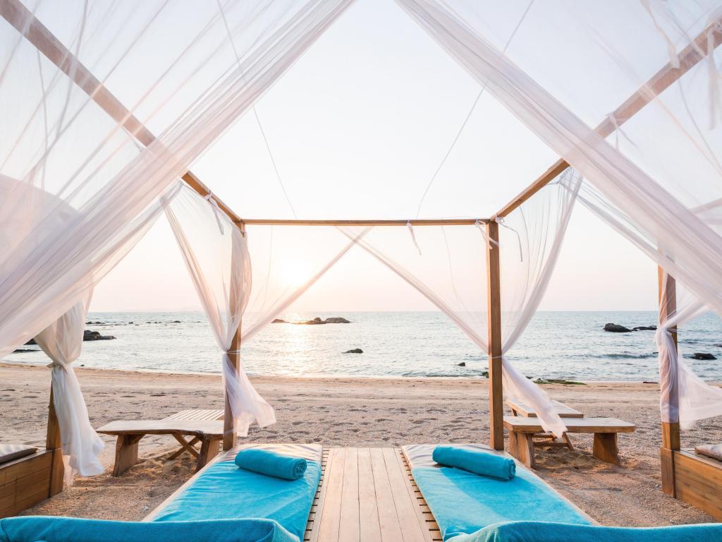 ศาลานั่งเล่นริมชายหาด - เคป ดารา รีสอร์ท