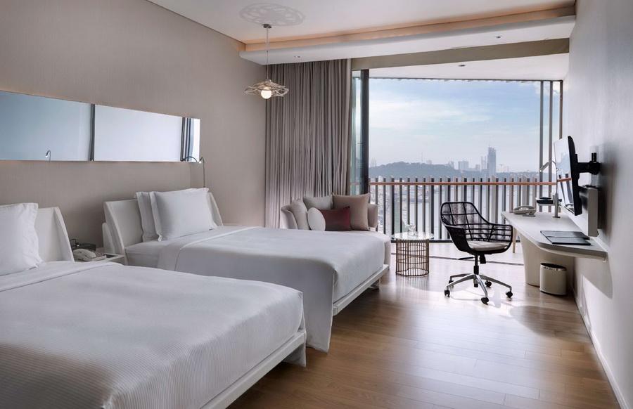 ห้อง Deluxe เตียงคู่วิวทะเล - โรงแรมฮิลตัน พัทยา