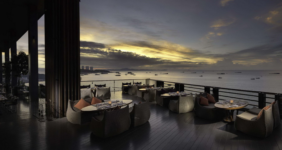 Rooftop Bar - โรงแรมฮิลตัน พัทยา