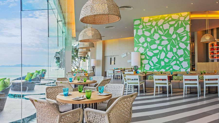 ร้านอาหาร East Coast - โรงแรมฮอลิเดย์ อินน์ พัทยา