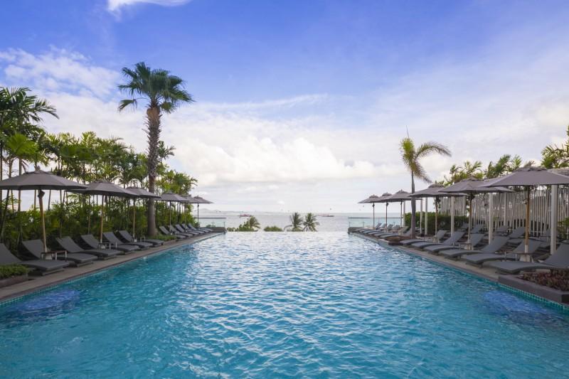 สระว่ายน้ำกลางแจ้ง - โรงแรมฮอลิเดย์ อินน์ พัทยา
