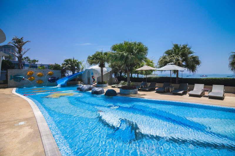 สระว่ายน้ำสำหรับเด็กพร้อมเครื่องเล่นสไลเดอร์ - โรงแรมฮอลิเดย์ อินน์ พัทยา