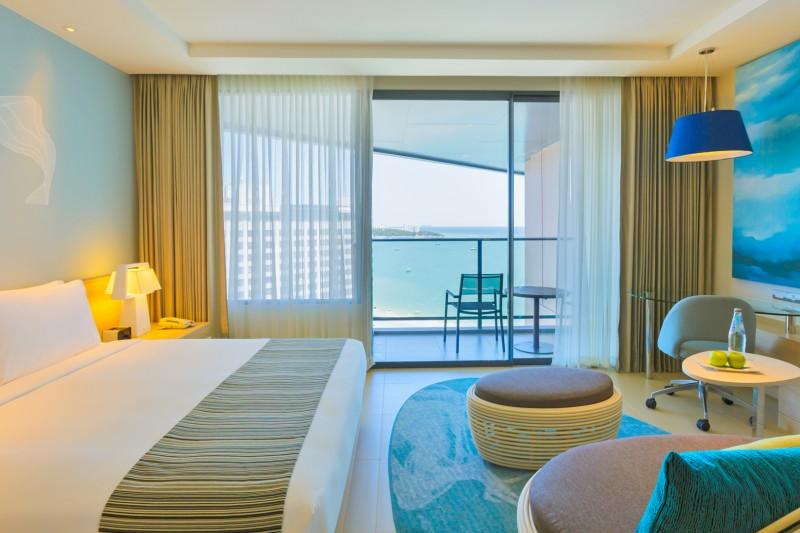 ห้อง Executive Club วิวทะเล - โรงแรมฮอลิเดย์ อินน์ พัทยา