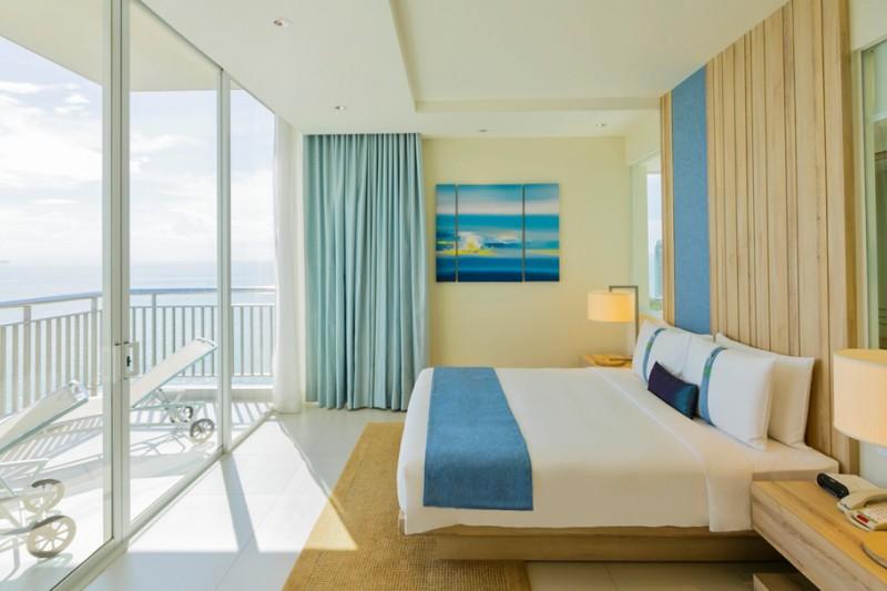 ห้อง King Premium Suite วิวทะเล - โรงแรมฮอลิเดย์ อินน์ พัทยา
