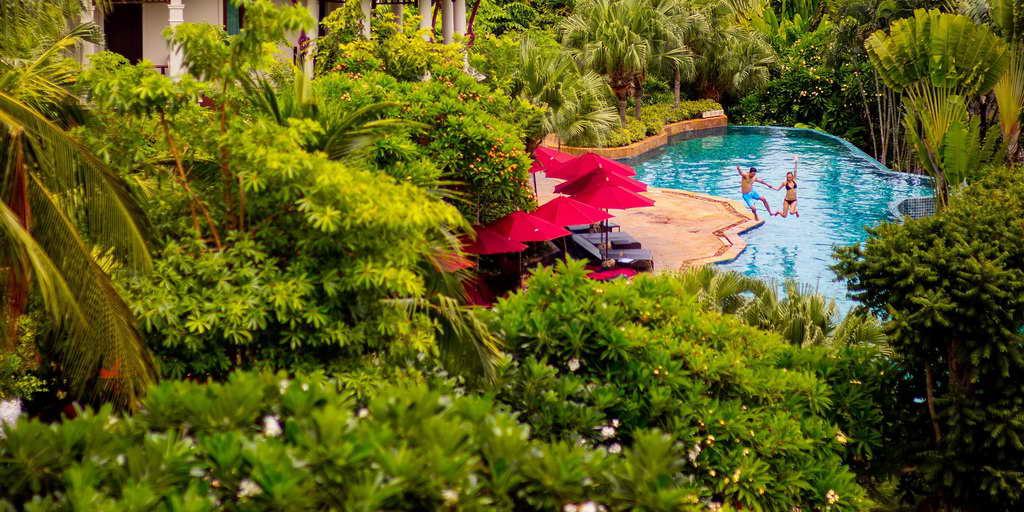 สระว่ายน้ำกลางแจ้ง Spirituality Lagoon - อินเตอร์คอนติเนนทัล พัทยา รีสอร์ท