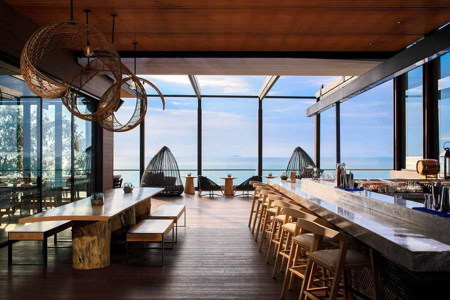 ร้านอาหาร Pebbles Bar and Grill - เรเนซองส์ พัทยา รีสอร์ท แอนด์ สปา